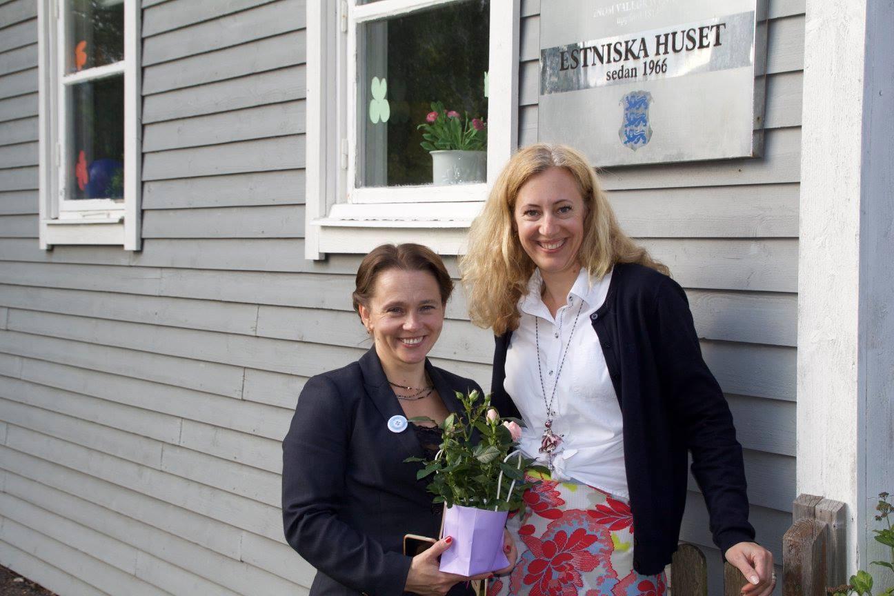 goteborgi-eesti-keeleklubi-5-kaja-jakobsen-ja-sirle-soot-25-05-2016-goteborgi-eesti-maja-ees